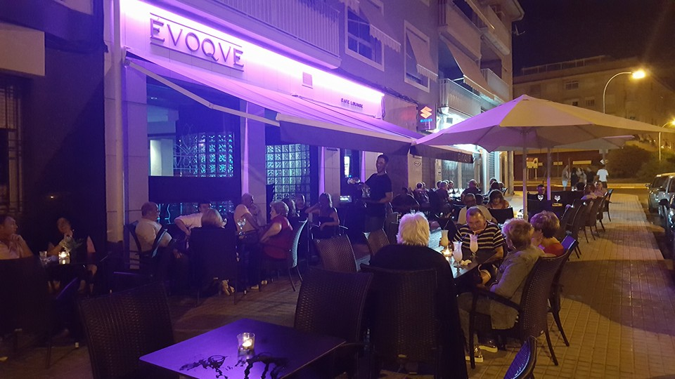 Évoque Café Lounge