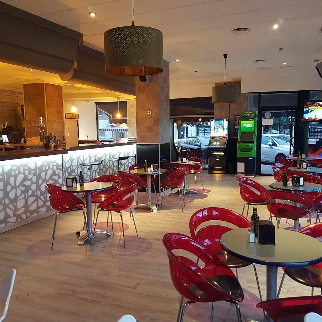 Avenida 38 Café Pub